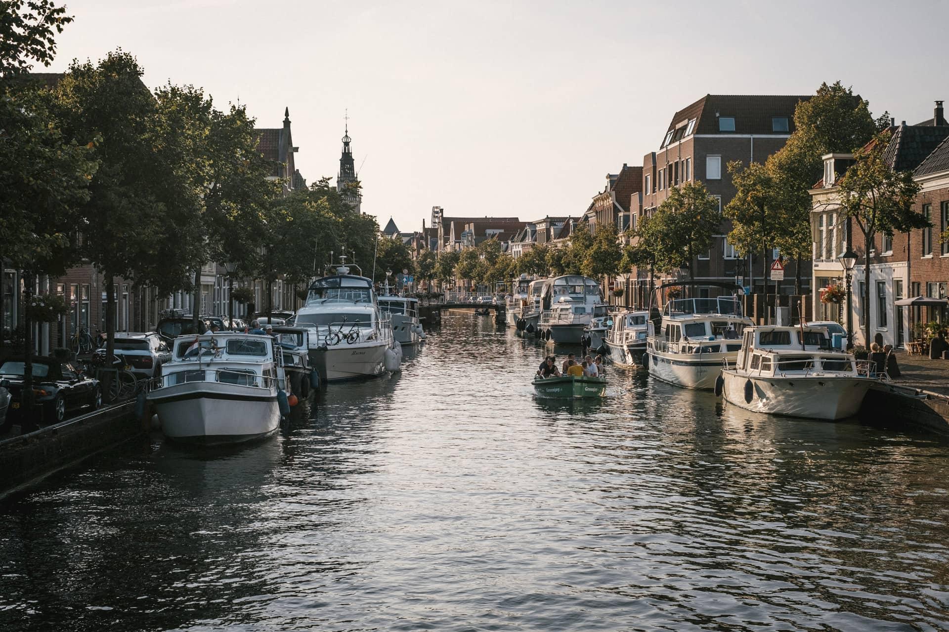 Les canaux sont très présents dans le centre d'Alkmaar