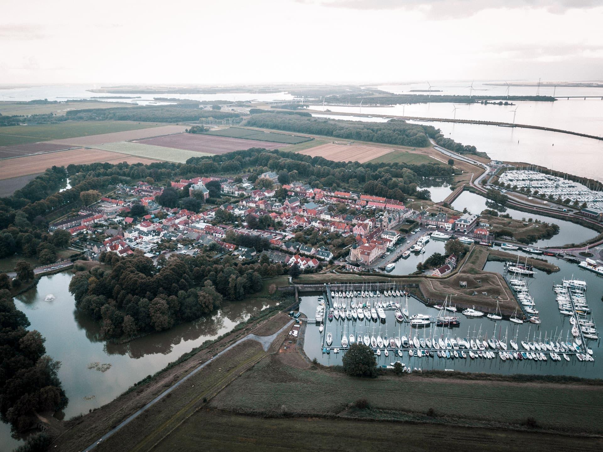 Une vue aérienne de la forteresse Vauban de Willemstad