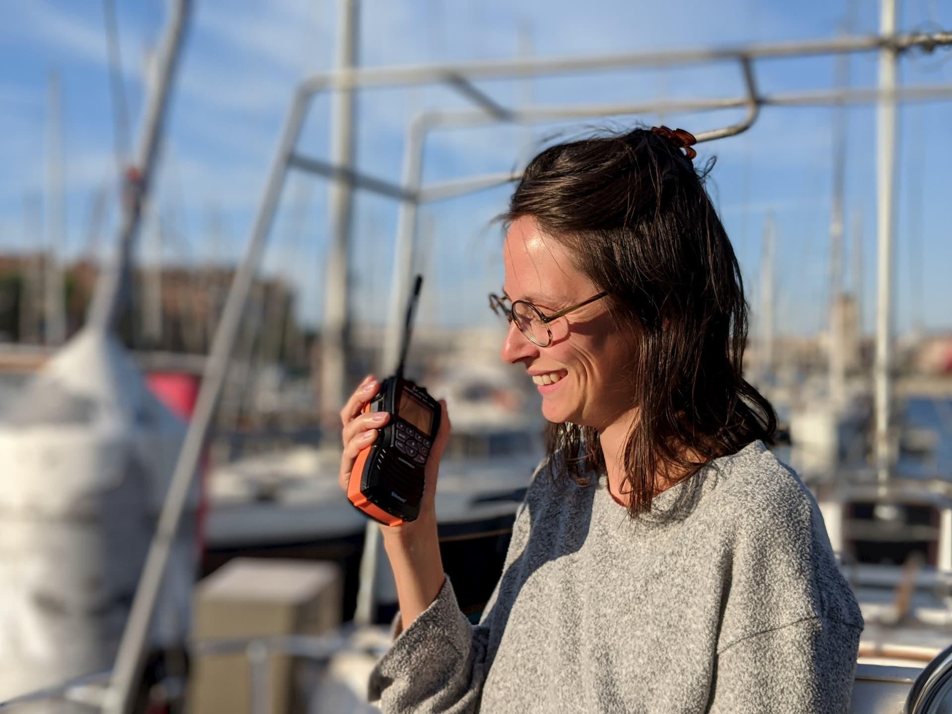 Comparatif des meilleures radios VHF portables pour la navigation